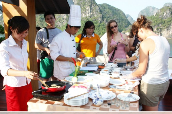 Halong Bay One Day (Luxury Tour with 6 hours)